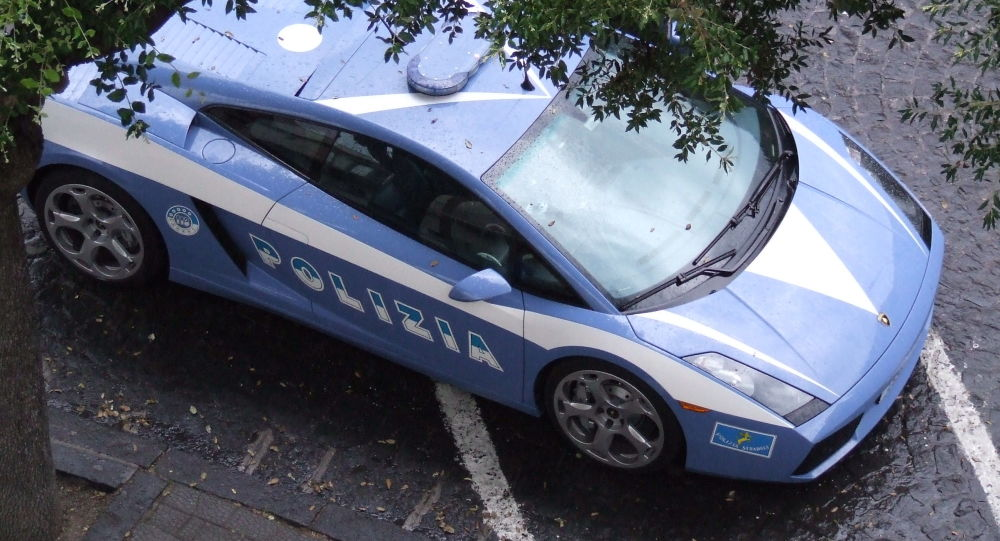 Auto della polizia italiana