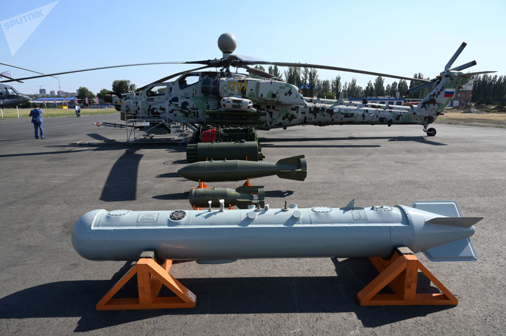 L'elicottero d'attacco Mil Mi-28NE Cacciatore Notturno con gli armamenti con cui dovrà essere caricato