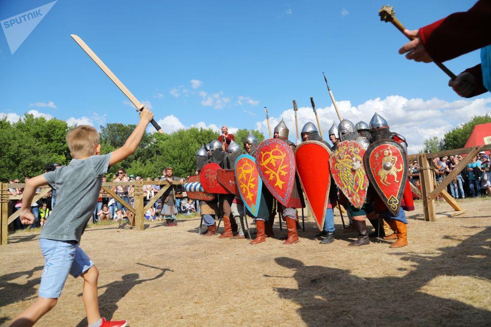 Gli partecipanti al festival della ricostruzione storica a Belgorod, Russia.