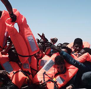 Migranti a bordo della nave Aquarius delle ONG SOS Mediteranee e Medici senza frontiere
