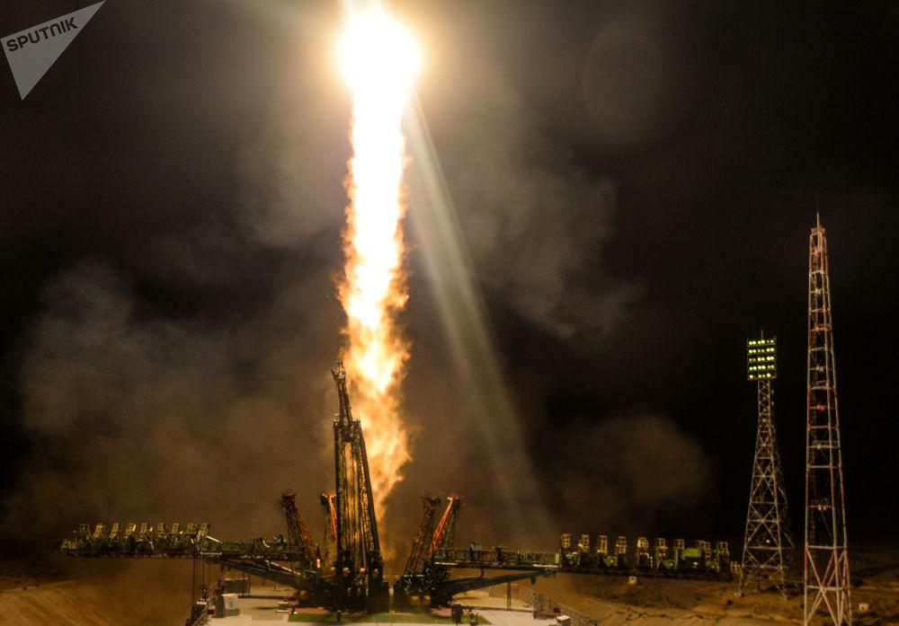 Lancio del razzo-vettore Soyuz-FG con il veicolo spaziale Soyuz MS-13 dalla piattaforma di lancio di Baikonur.
