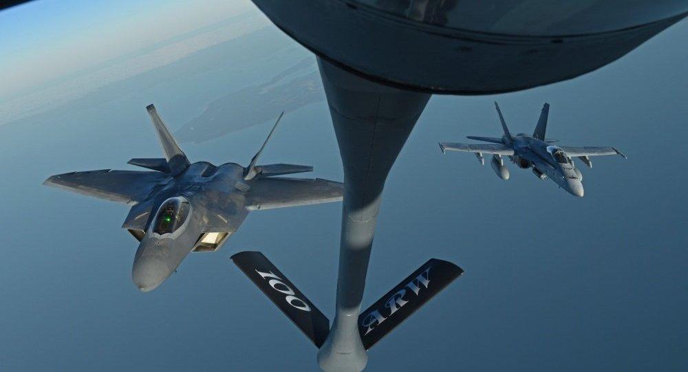 F-22 e F-18