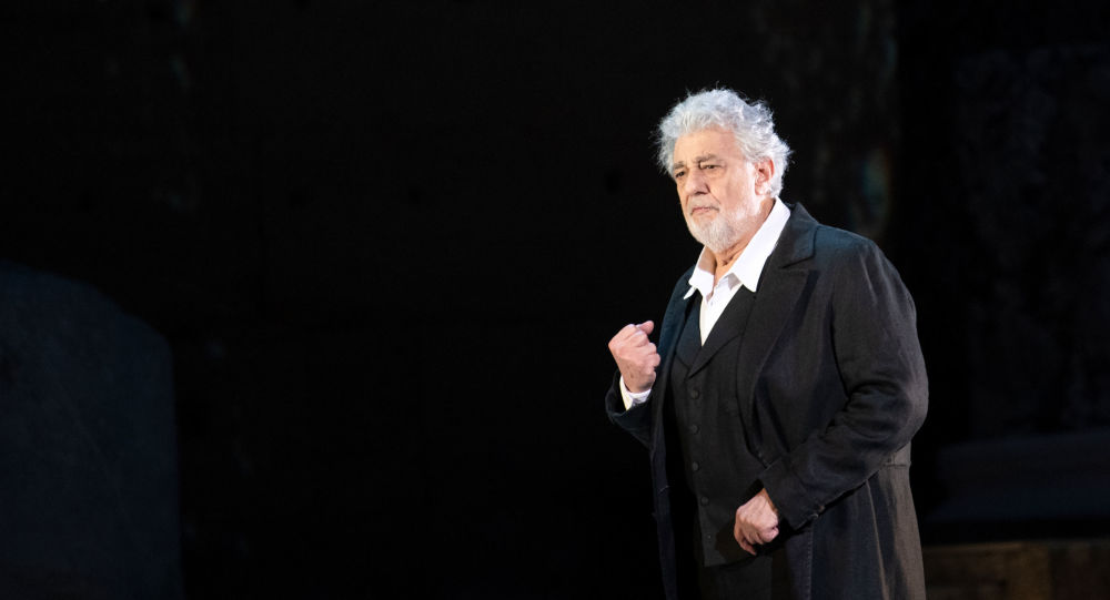 Nove donne accusano Placido Domingo di molestie sessuali
