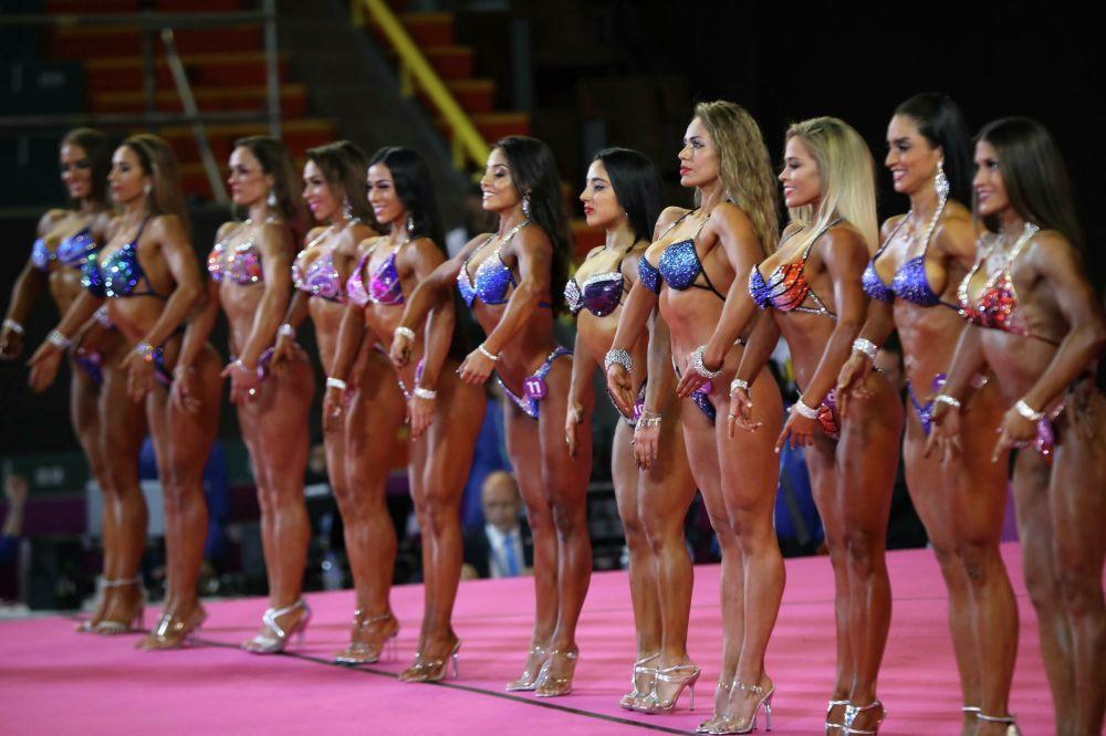 Le ragazze partecipanti alla prima edizione del concorso di bodybuilding ai giochi Panamericani di Lima in Perù