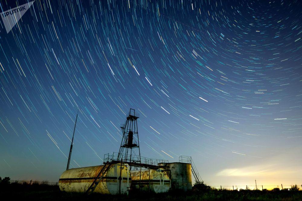 Lo spettacolo delle stelle cadenti nel cielo estivo