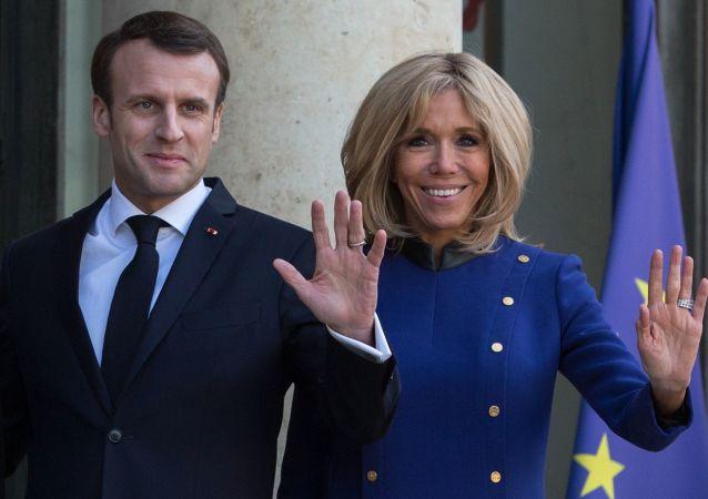 Brigitte and Emmanuel Macron (foto d'archivio)