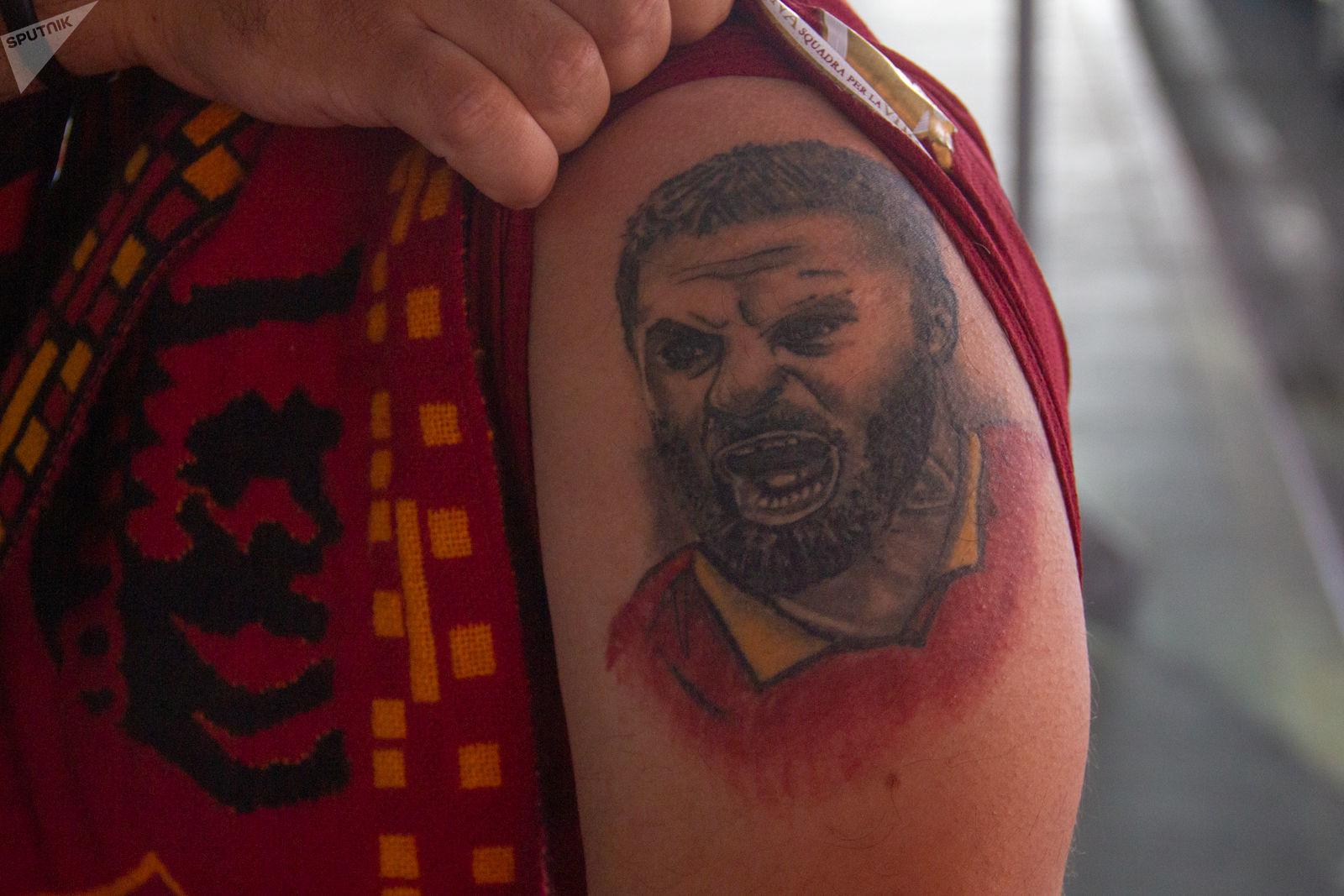 De Rossi tatuato sul braccio del tifoso iraniano