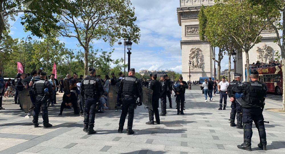 Polizia sugli Champs-Elysées, sabato 7 settembre