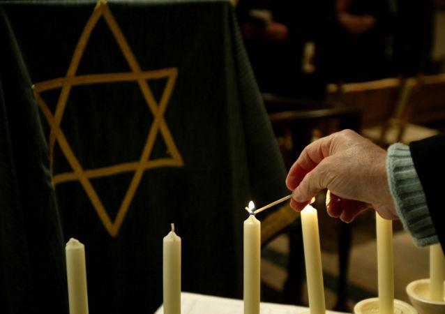 Dentro una sinagoga