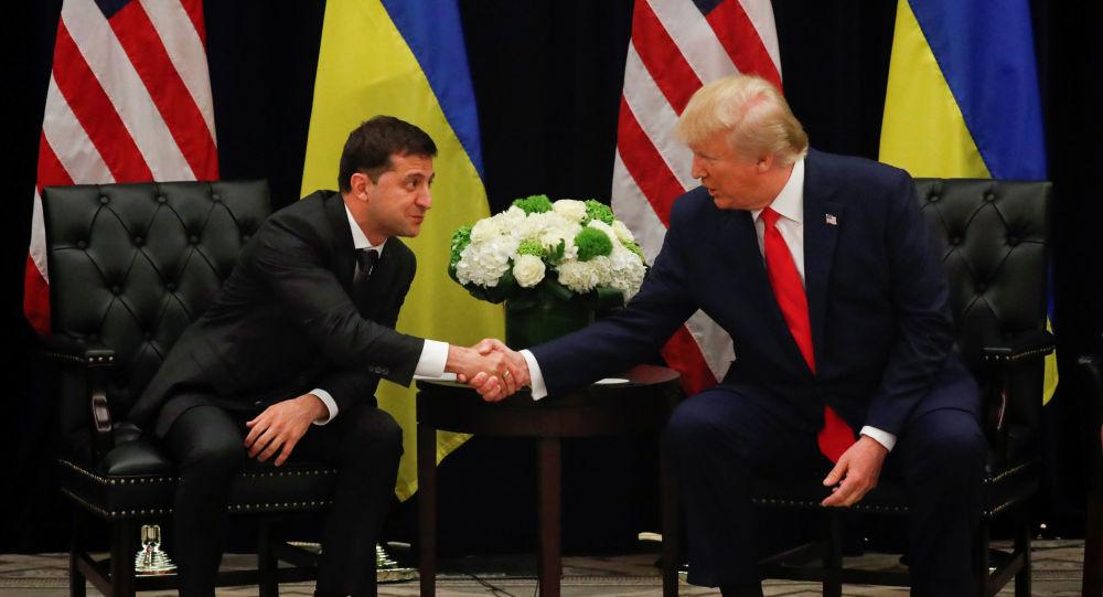 Donald Trump durante il suo incontro con il presidente ucraino Vladimir Zelensky