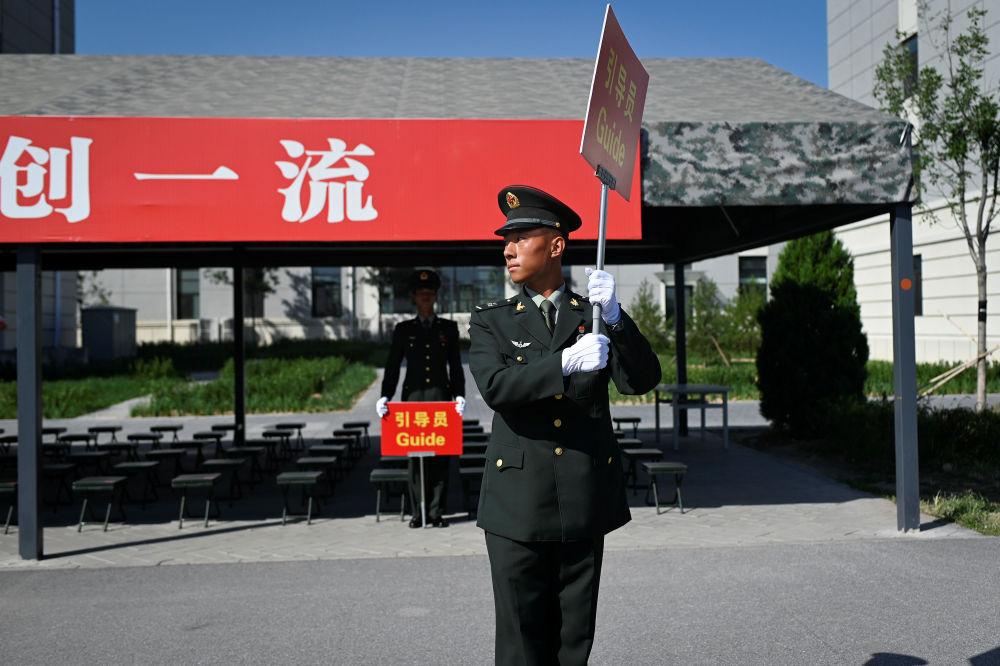Un soldato cinese alle prove della Parata per il 70° anniversario di nascita della Nuova Cina.
