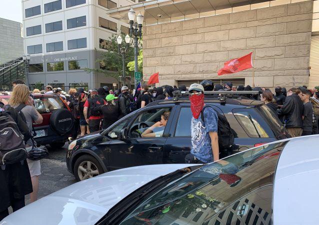 Antifa, Conservative Protests in Portland Turn Violent, Assaulting Police Officers