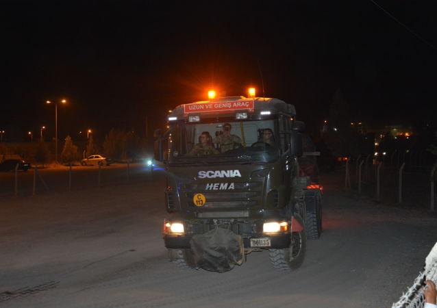 Turchia schiera le forze speciali presso il confine siriano