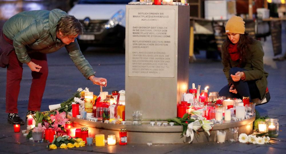 Gli cittadini rendono omaggio alle vittime della strage di Halle, il 10 ottobre del 2019