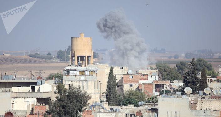 Bombardamenti turchi nella città di Ras al-Ayn