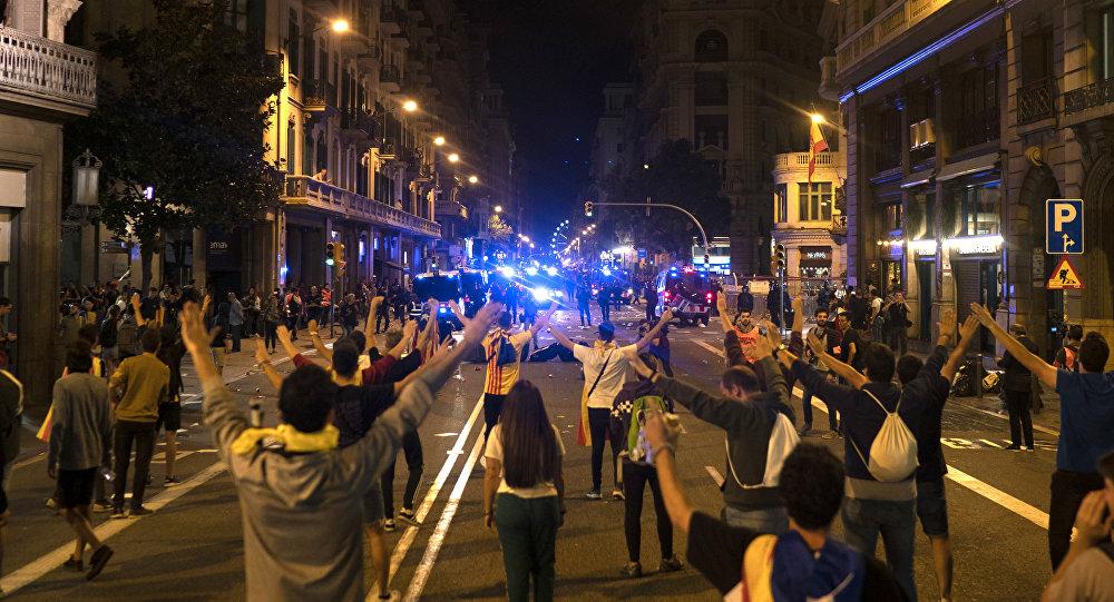 Notte di proteste a Barcellona, in 5 giorni 83 arresti
