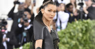 La top model americana Bella Hadid all'annuale 'Costume Institute Ball' al Metropolitan Museum of Art di New York
