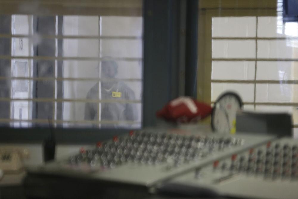 Detenuto della prigione più grande del mondo Rikers Island a New York, USA