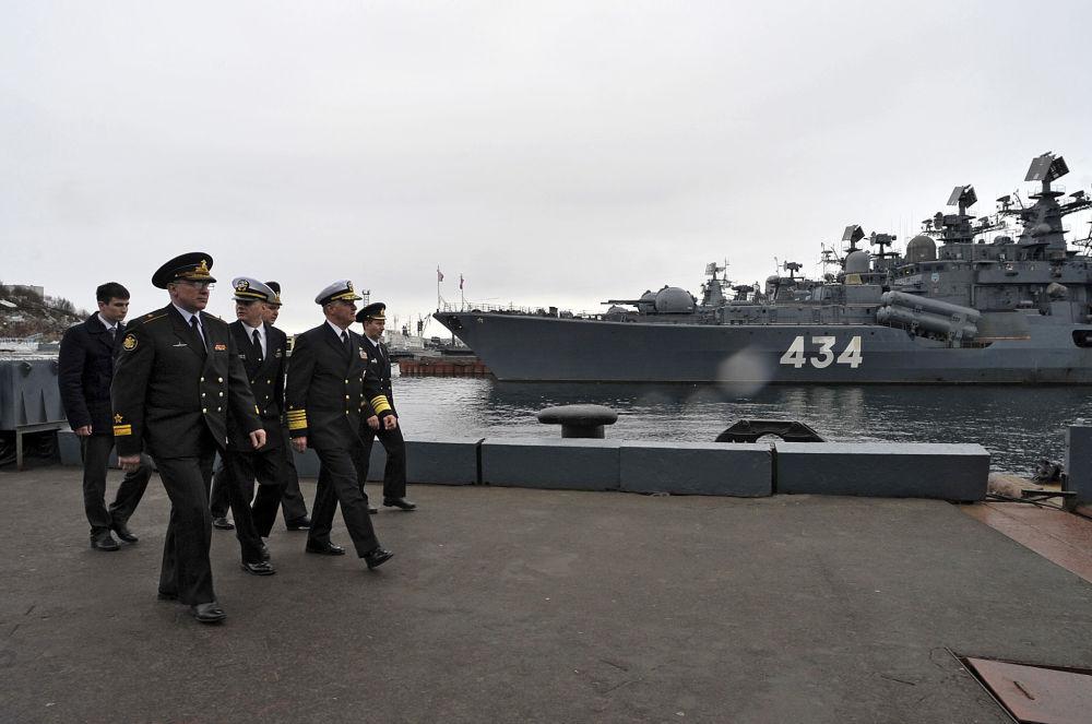 La visita dei militari statunitensi al cantiere navale di Severomorsk.