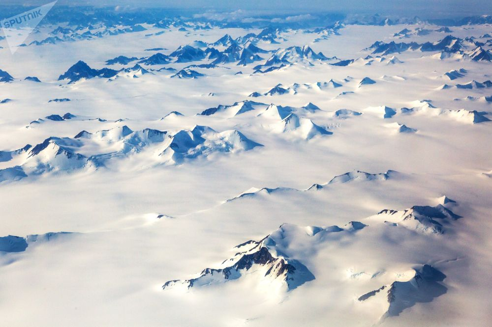 Montagne innevate in Groenlandia