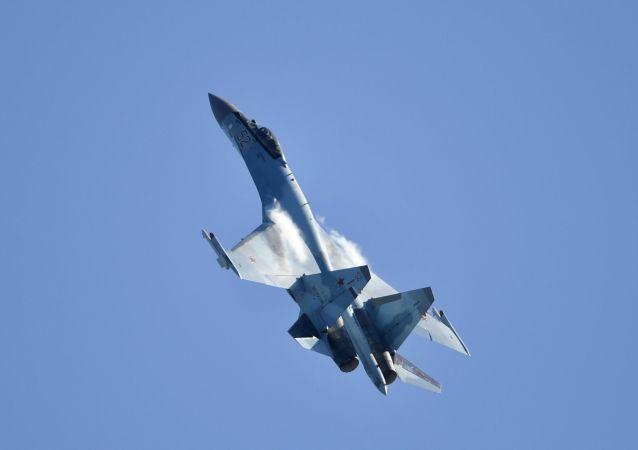 Il jet multiuso russo Su-35 si esibisce all'airshow MAKS-2019  a Zhukovsky vicino Mosca.