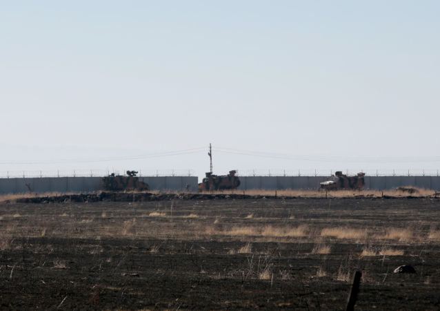 Pattugliamento congiunto di militari russi e turchi in Siria