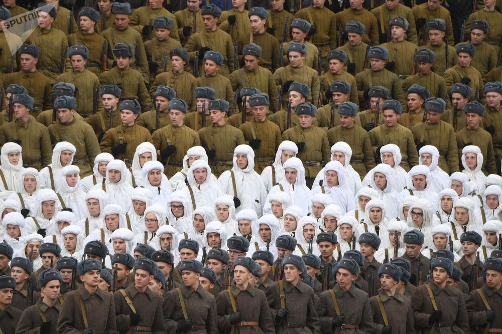 Le truppe russe partecipano ad una celebrazione, dedicata al 78° anniversario della parata del 7 novembre 1941 nella Piazza Rossa a Mosca, Russia