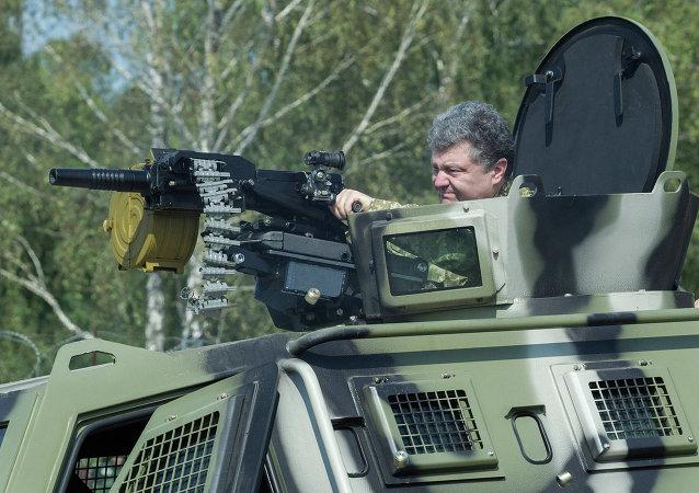 Petr Poroshenko in visita a base della Guardia Nazionale