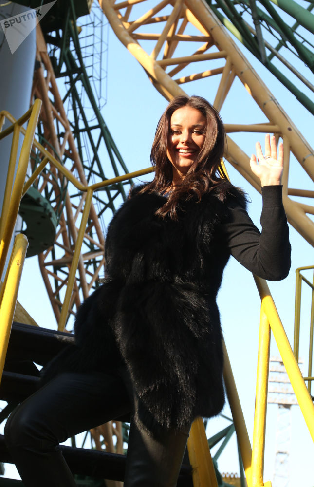 La modella e conduttrice televisiva russa Oksana Fedorova, Miss Universo-2002. Ha cominciato la sua carriera in polizia.