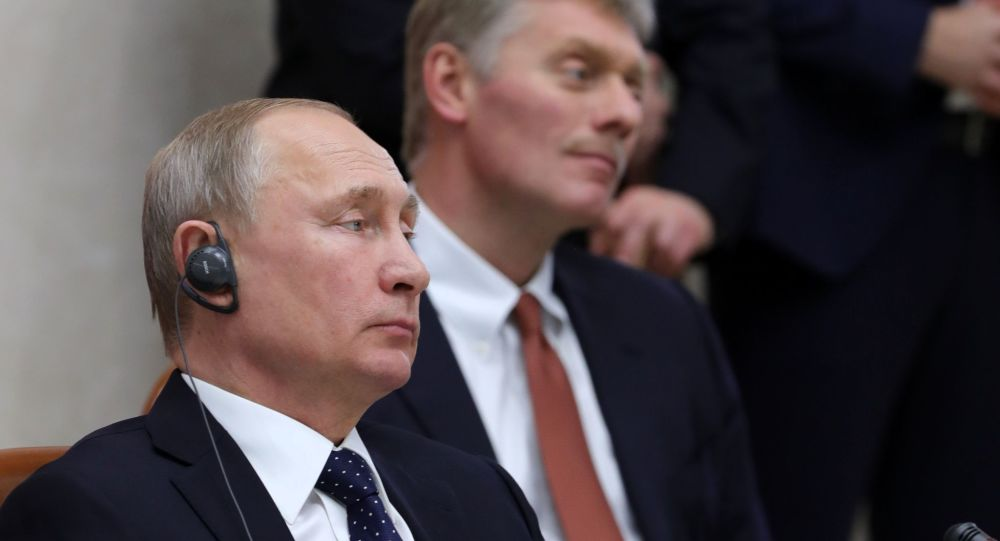 Presidente russo Vladimir Putin e il suo portavoce Dmitry Peskov