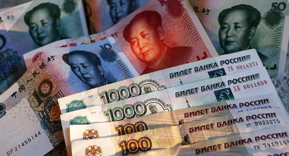 Chinese 100, 50, 20, 10 and 5 yuan bills and Russian 1,000 and 100 ruble bills