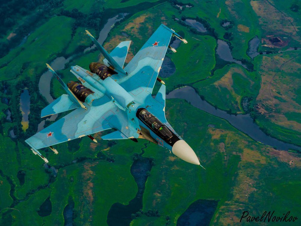 Il Sukhoi Su-30 è un caccia multiruolo basato sul Su-27UB al quale somiglia per dimensioni e forma, è un aereo da combattimento super manovrabile biposto, sviluppato dalla russa Sukhoi Aviation Corporation