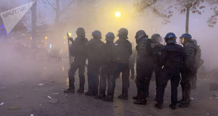 Lo sciopero contro riforma delle pensioni a Parigi