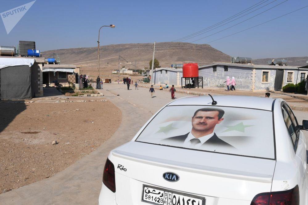 Un'auto nel campo profughi di Kharzholi vicino a Damasco