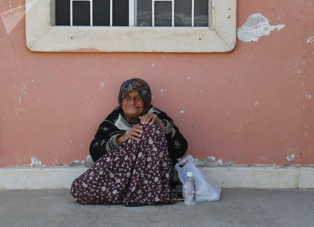 Una donna nel campo profughi di Kharzholi vicino a Damasco