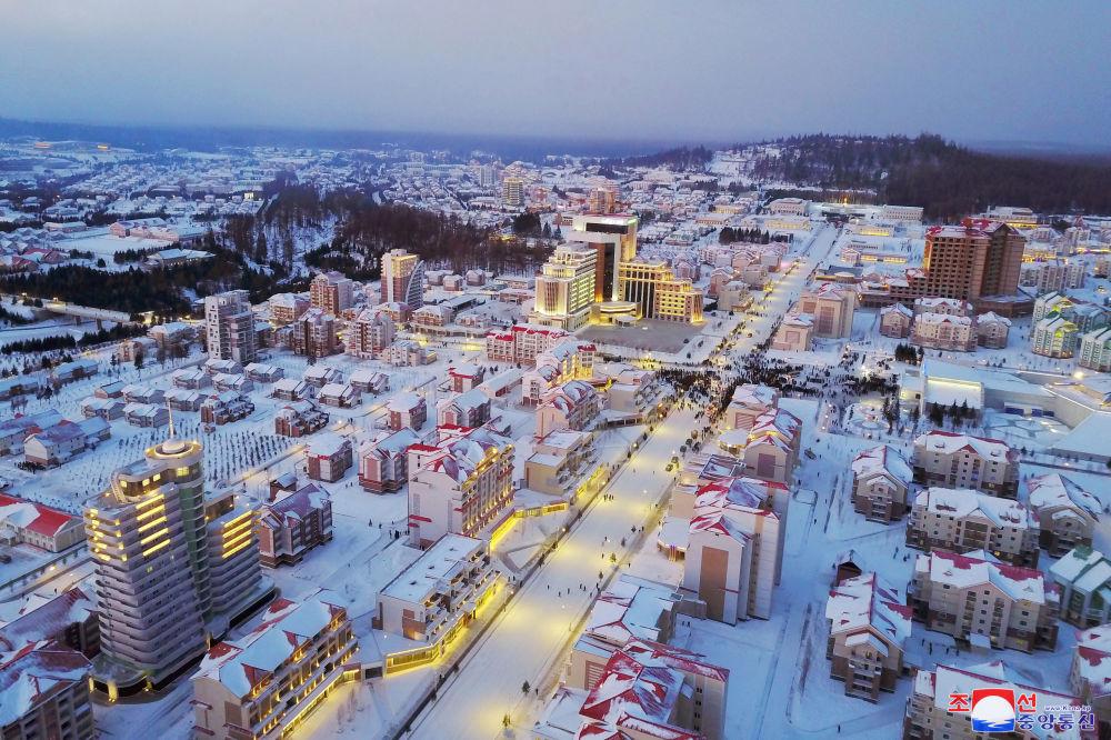 Vista sulla nuova città costruita nella contea di Samjiyon.