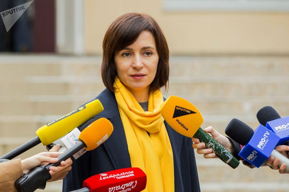 Maia Sandu, premier della Moldavia, parla con i giornalisti a Chisinau