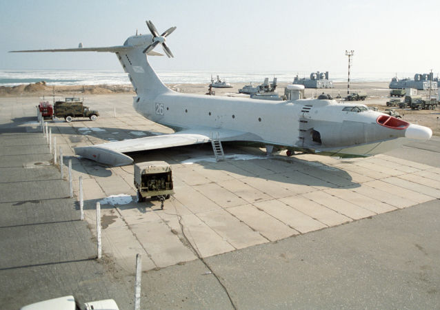"""Un Gev, o """"ekranoplano"""", è un tipo di aeromobile che si muove a pochi metri dalla superficie (acqua o terreno)"""