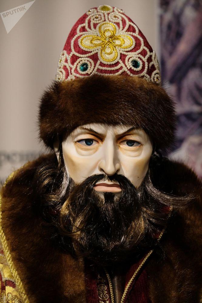 Una bambola dello Zar Ivan il Terribile, presentata alla mostra I monarchi russi. Le pagine della storia a Mosca