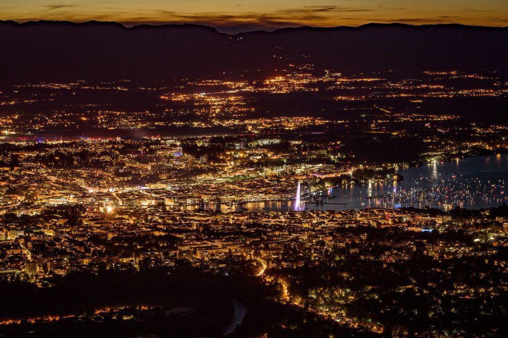 Vista dal monte francese di Salève sulla città di Ginevra
