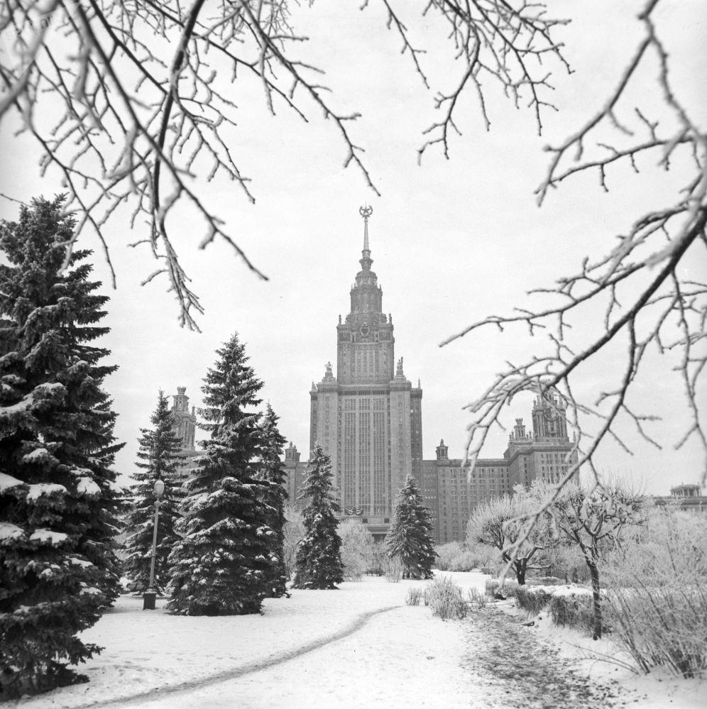 Vista dell'Università statale Lomonosov di Mosca