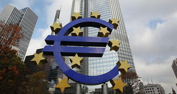 Logo euro e BCE, fautrice delle politiche di austerity