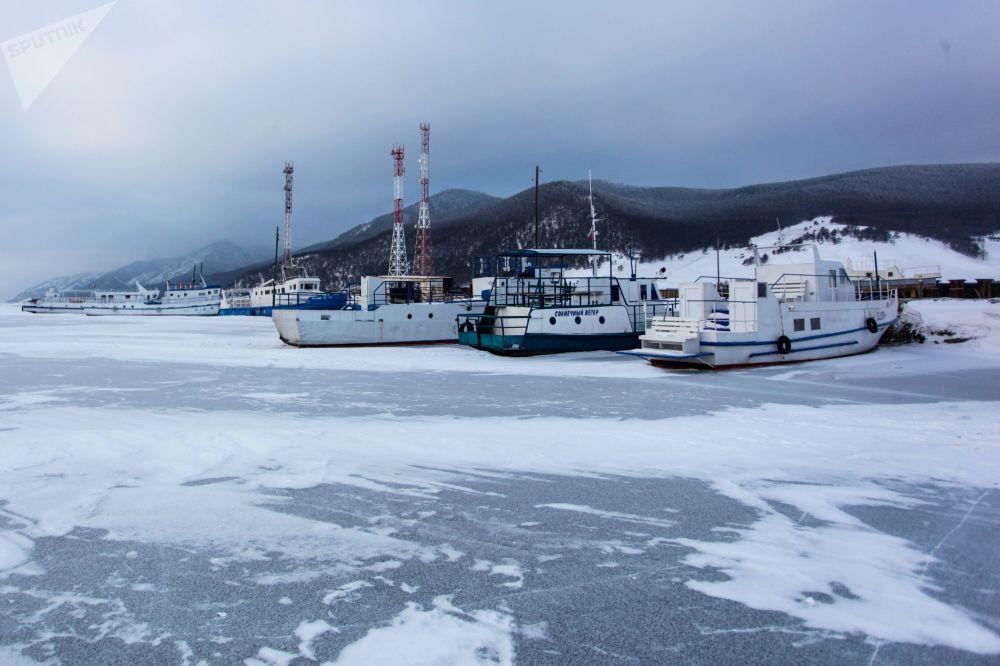 Le navi sul lago di Baikal