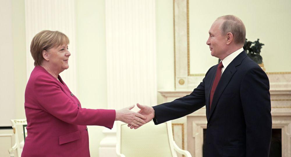 Libia: Putin, spero che appello tregua sia ascoltato