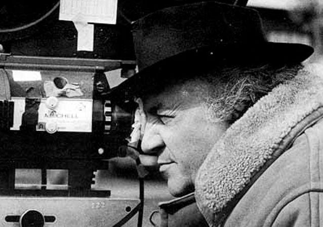 Federico Fellini alla macchina da presa