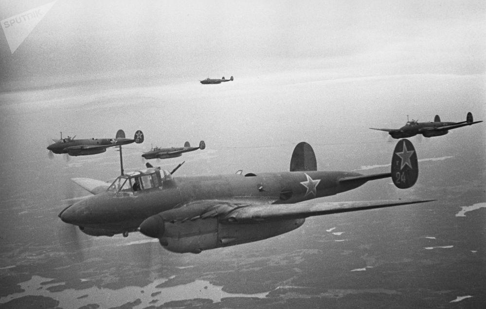 Bombardieri durante la liberazione di Leningrado, 1 gennaio 1943