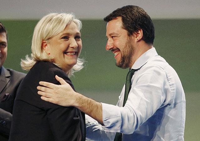 Marine Le Pen e Matteo Salvini (foto d'archivio)