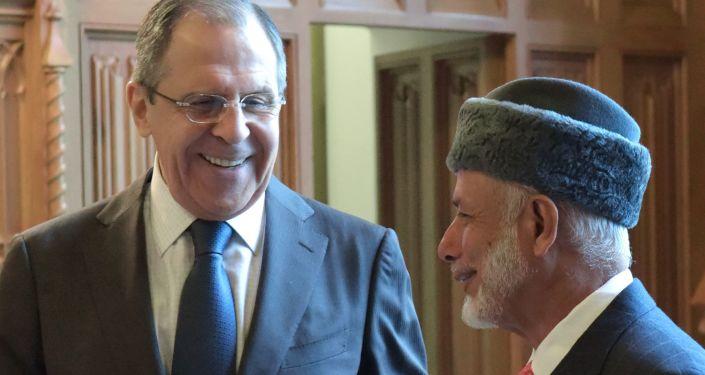 Il ministro degli Esteri russo Lavrov ed il suo omologo omanita in un incontro a Doha nel 2016