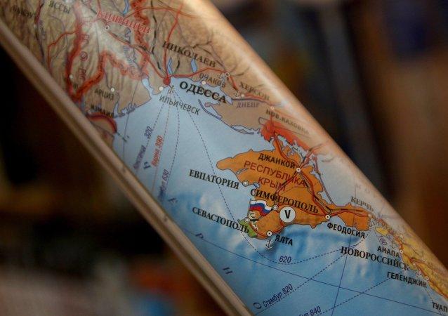 Crimea diventa parte della Russia su una cartina geografica