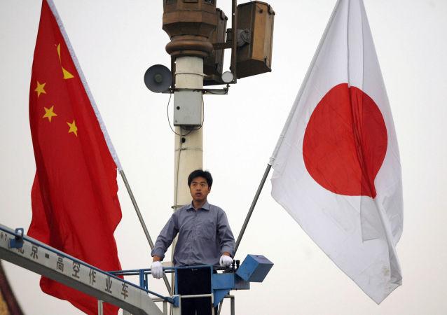 Bandiere di Cina e Giappone